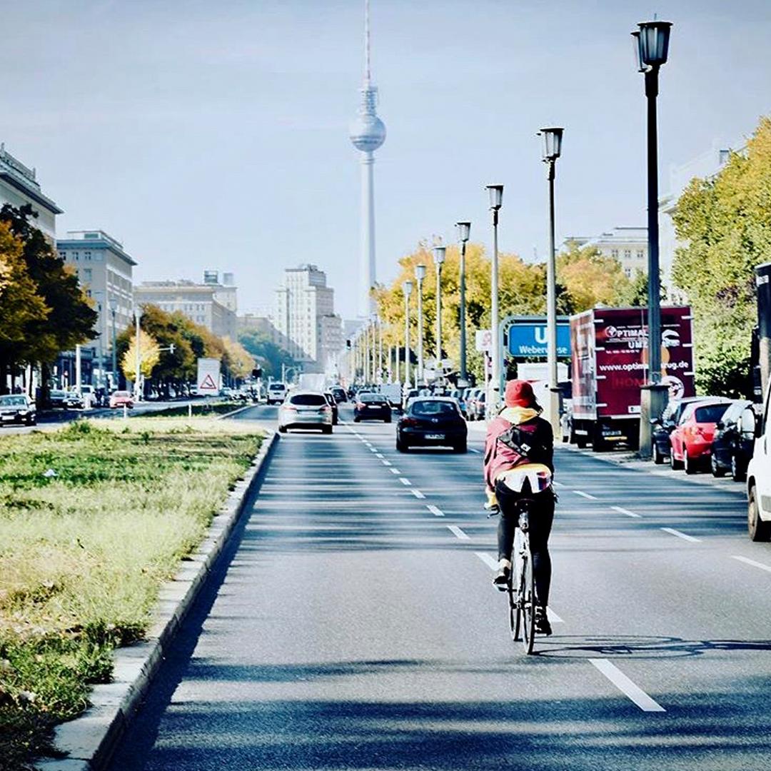 Radfahrer auf der Frankfurter Allee